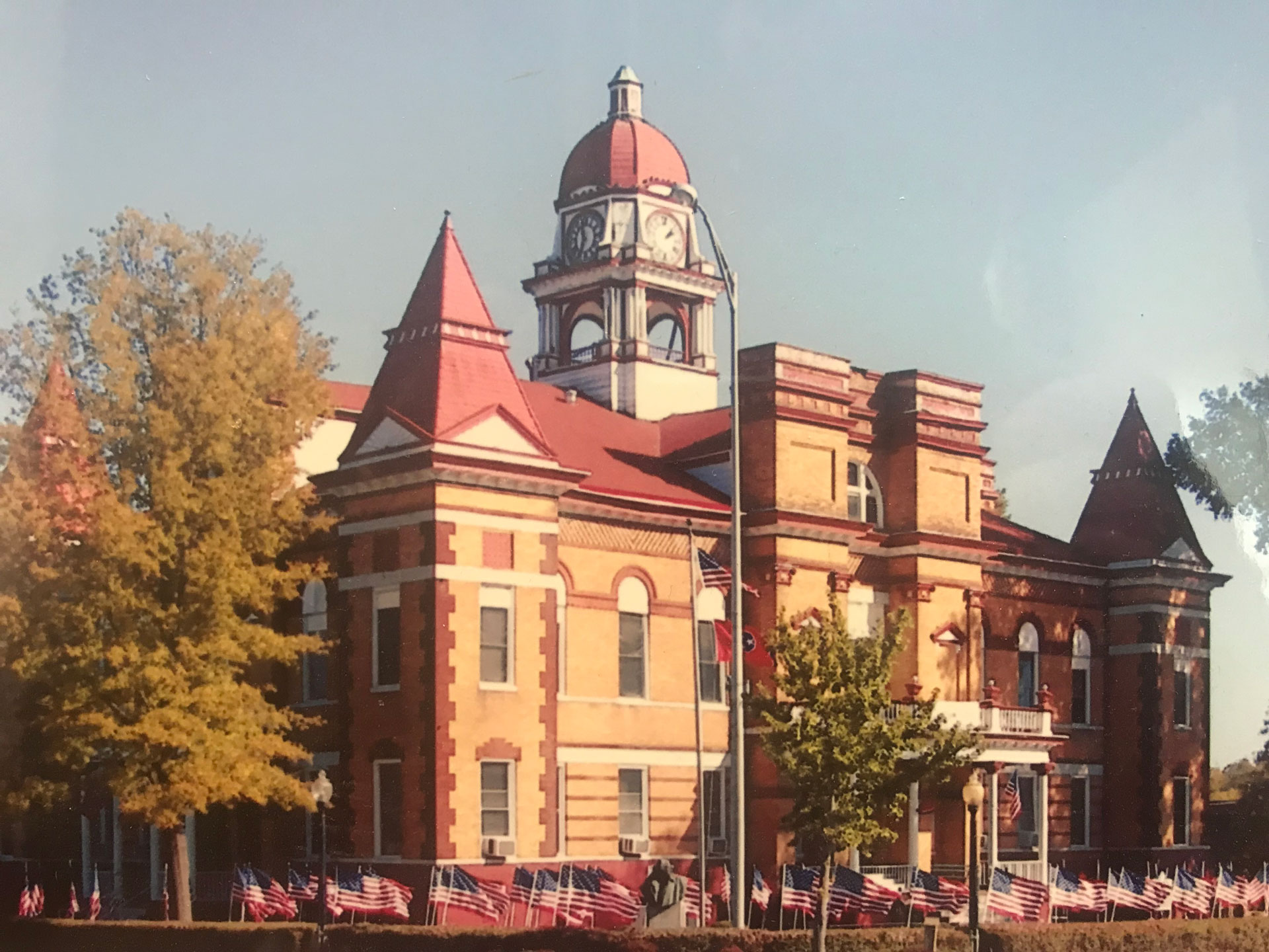 Old picture of the Trenton TN Downtown Courthouse